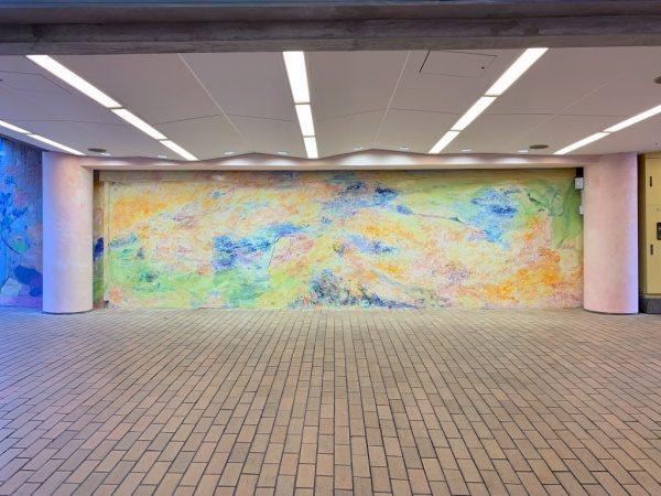 ウイロード再生事業。ウイロード西口正面の壁、サイドの丸柱は色漆喰仕上げ