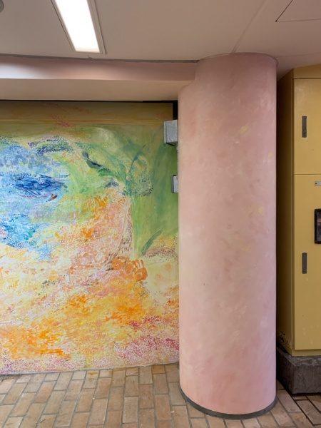 ウイロード再生事業。ウイロード西口。丸柱は色漆喰仕上げ