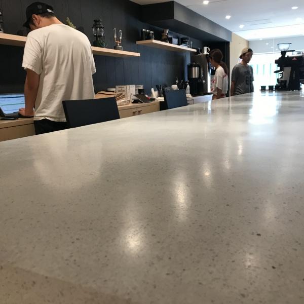 ビールストーン - カフェのカウンターに施工