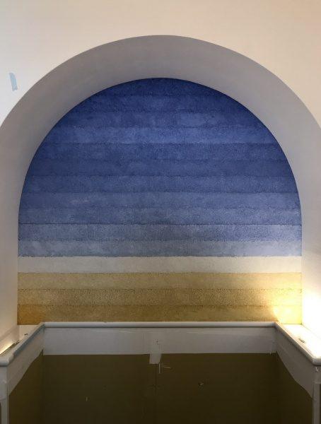 塗り版築施工の保育園の壁