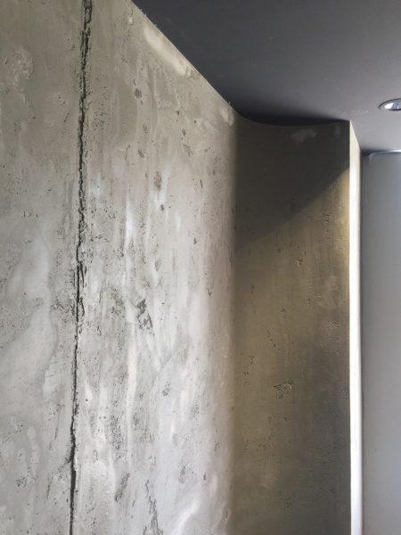 コンクリート打ち放し風仕上げの壁。神宮前のジュエリーショップコアジュエルスに施工