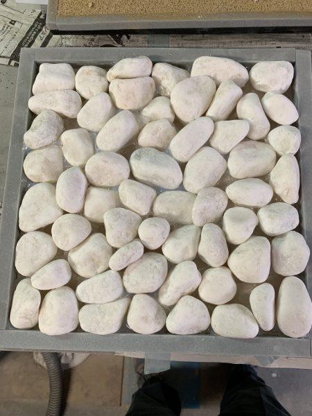 白い種石埋め込み仕上げ