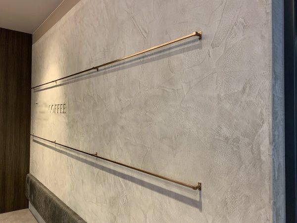 モールテックスで施工されたコーヒーショップの壁面。原田左官施工
