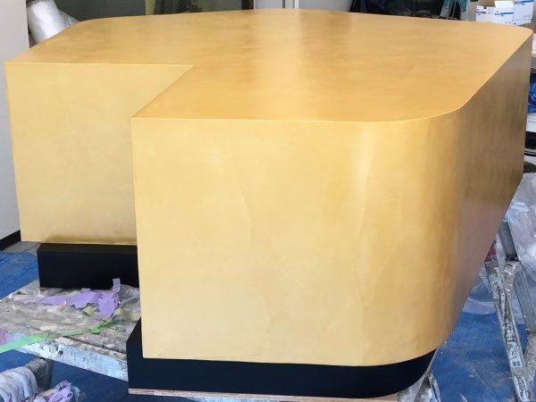 オルトレマテリアOROラッカートで金色のトップコートをかけた什器
