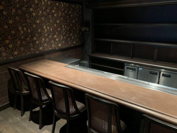 銀座スターバーNAMIKIのオルトレマテリアカウンターテーブル