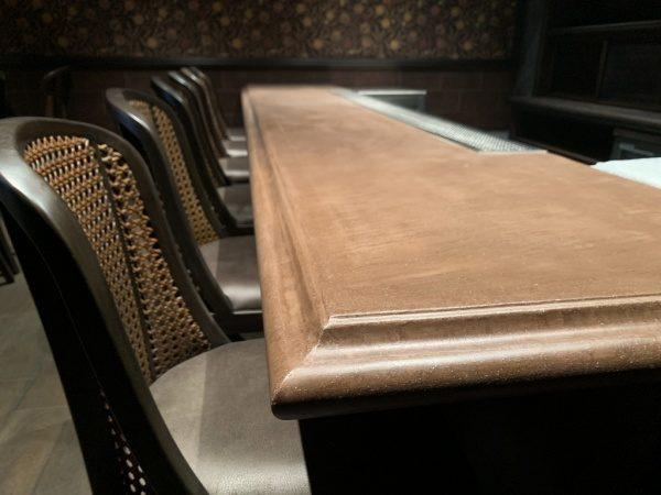 銀座スターバーNAMIKIのオルトレマテリアカウンターテーブル、縁周り