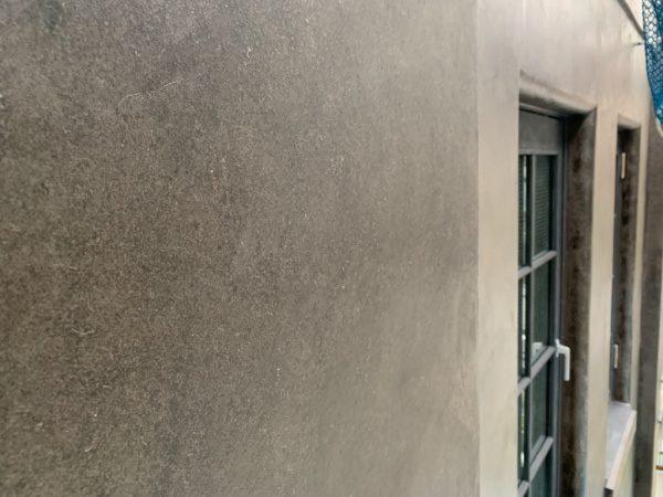 オルトレマテリアアンティーク金属仕上げの外壁。銀座三弘社ビルの外壁