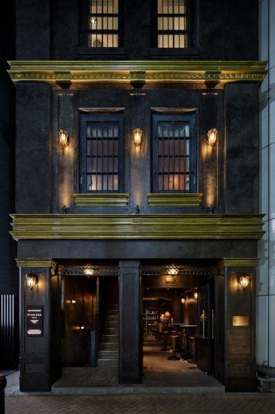 銀座三弘社ビルの外壁、オルトレマテリアのアンティーク金属仕上げ。夜撮影写真