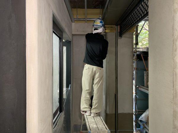 フォンドフレックス塗り施工中。銀座三弘社ビル