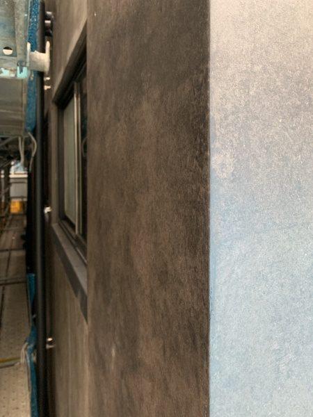 オルトレマテリアアンティーク金属仕上げの外壁。銀座三弘社ビル外壁の角部分