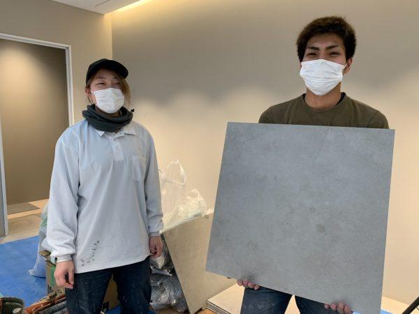 原田左官タイルチームの土居倫子さんと西泊千尋さん