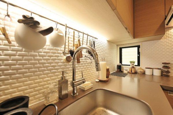 タイルを使ったキッチンの施工例。原田左官施工