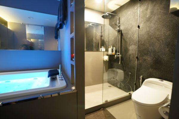オルトレマテリアで柄を転写させて仕上げた浴室。原田左官海外の施工例