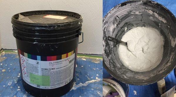 左がオルトレマテリアメディアの容器。右がオルトレマテリアメディアの材料中身、骨材が入っている
