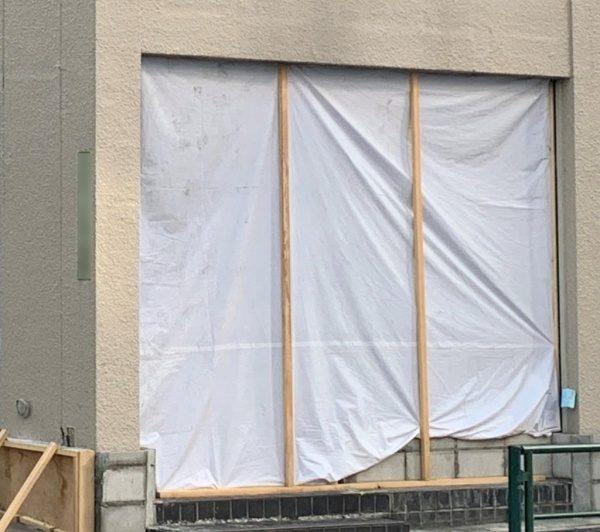 原田左官タイルショールーム工事中の外観入り口