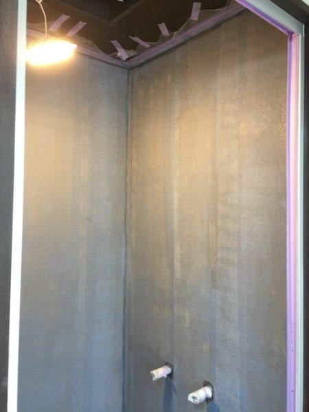 シャワー室のリボール式防水。コーキングとクロス張り原田左官施工