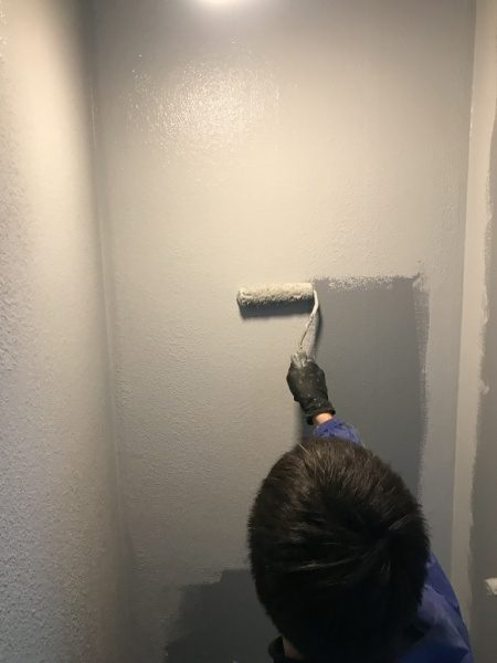 シャワー室のリボール式防水。防水材料塗り3回目原田左官施工