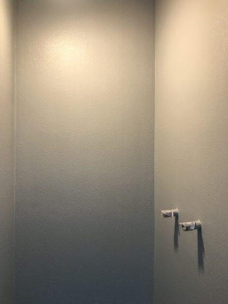シャワー室のリボール式防水。防水材塗り3回目、材料はL3、原田左官施工