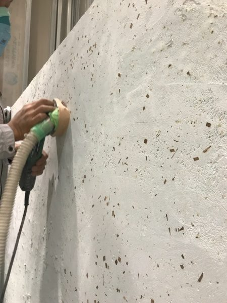 洗い出しシートの壁。お茶の葉入り目地材。研ぎ出し施工工程