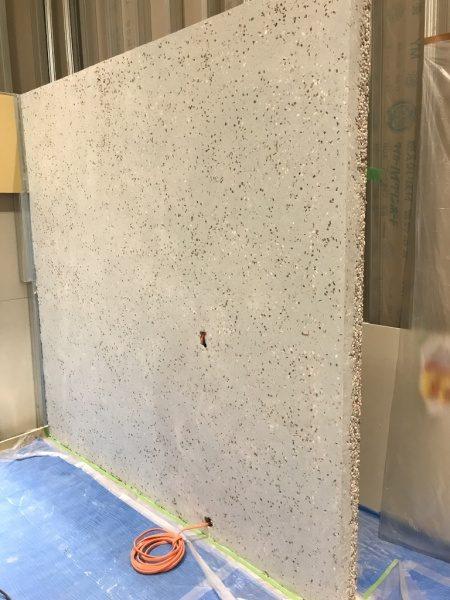 洗い出しシートの壁。お茶の葉入り目地材。研ぎ出し施工