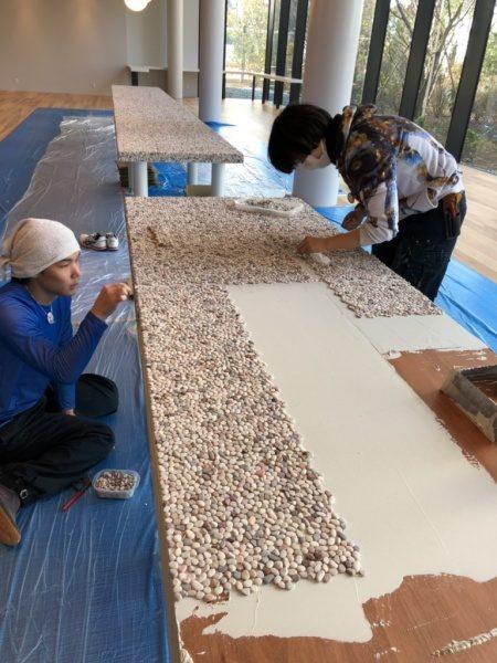 テーブル天板。洗い出しシート貼り付け施工工程
