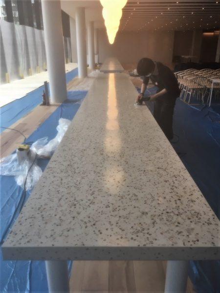 テーブル天板。洗い出しシート研ぎ出し施工工程