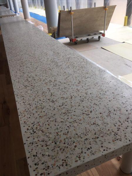 テーブル天板。洗い出しシート研ぎ出し施工