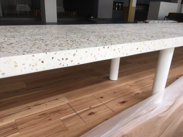 洗い出しシート研ぎ出しのテーブル