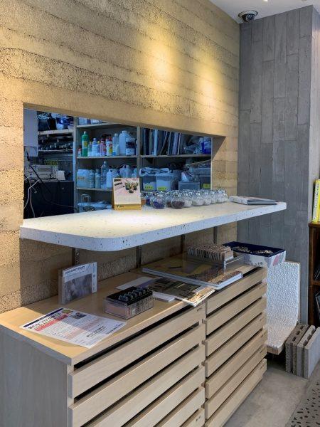 原田左官本社1階に施工されたビールストーン棚