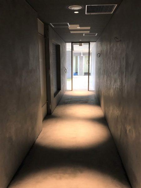 モールテックスグレー床・壁に施工