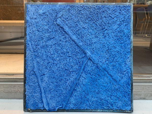 北都建設様エントランス施工用の樹脂系左官材見本板、ブルー、白2色の見本