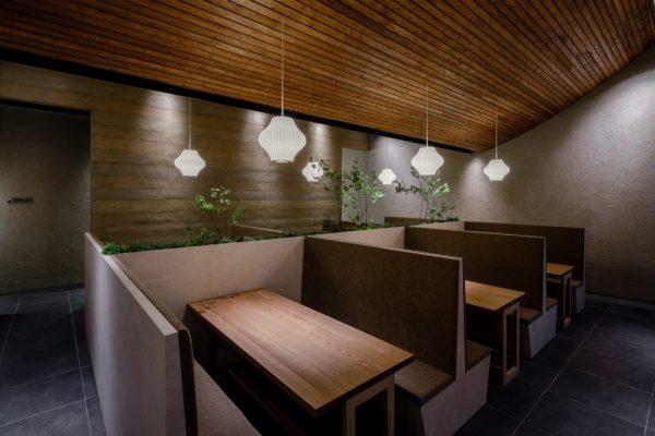 塗り版築仕上げの壁。富山のお蕎麦屋さんOLIMBA
