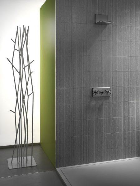 海外のタイル張りシャワー室の例