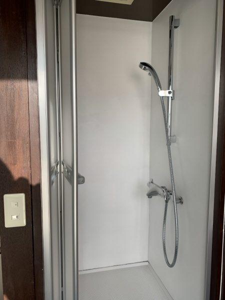 シャワー室オルトレマテリア白仕上げ
