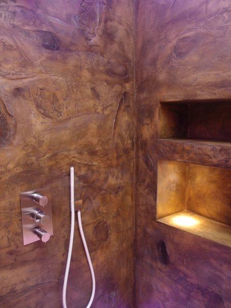 海外のシャワー室の例塗り仕上げ樹皮の模様