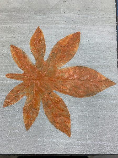 モルタルにイチョウの葉っぱ模様転写。色付けした状態