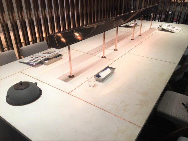 モールテックスのテーブル。日本茶のお店に原田左官施工