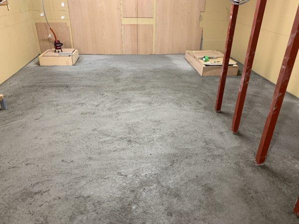 キーセルE500で施工した原田左官タイルライブラリーの床。施工完了の状態