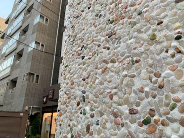 原田左官タイルライブラリーの外壁。洗い出しネットストーンで施工。目地は深目地