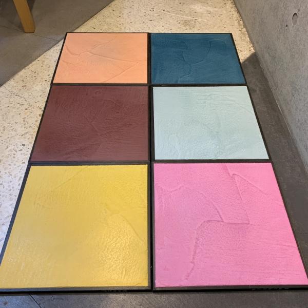 サカンライブラリーに展示中のモールテックス新色サンプル6種