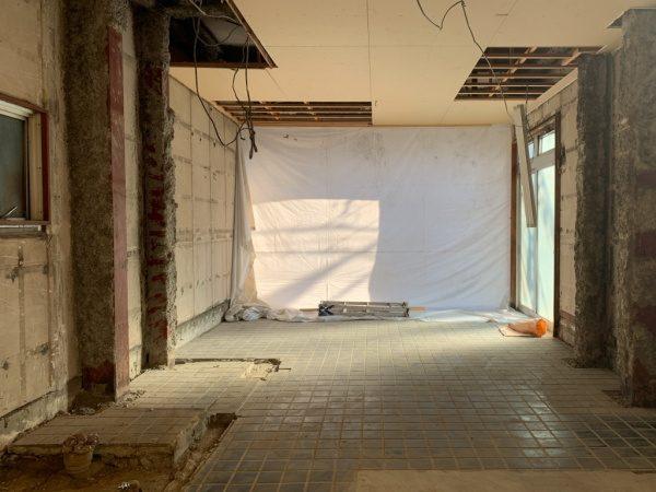原田左官「タイルライブラリー」施工前の既存床のタイル面の状態