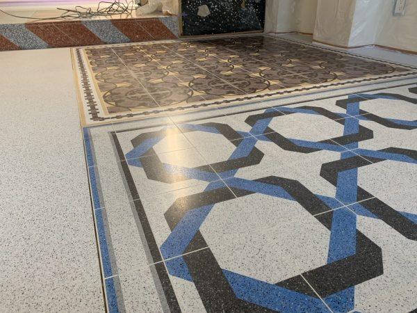 原田左官タイルライブラリーの床、2種のテラゾタイルで施工されている