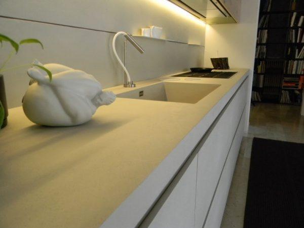 オルトレマテリア海外施工例。白いキッチン