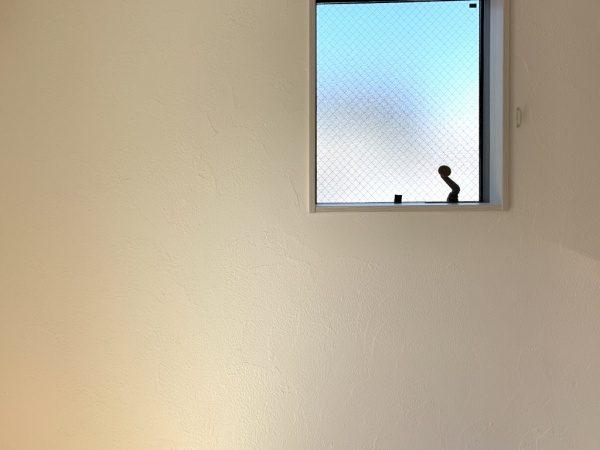 現代しっくい施工の住宅壁。模様はアートランダム
