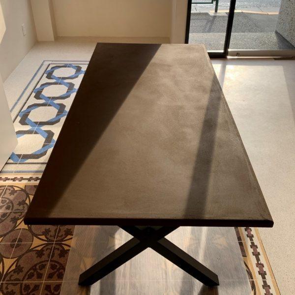 本聚楽土の「風土~FUUDO~」で施工したテーブル天板