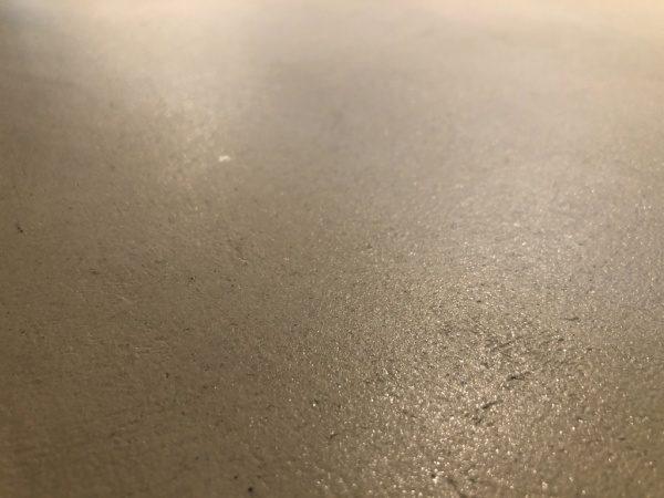 白土の風土仕上げカウンター天板。原田左官施工