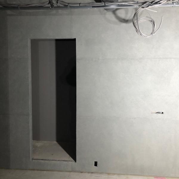 コンクリート打ち放し風仕上げの壁、完成後の状態。原田左官施工