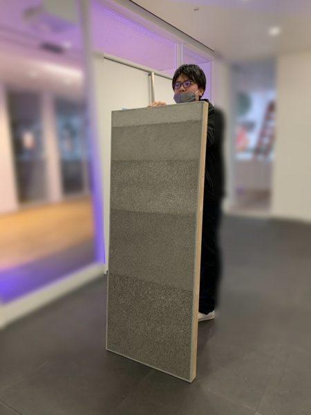 大きなサイズの塗り版築サンプル見本板。原田左官作成