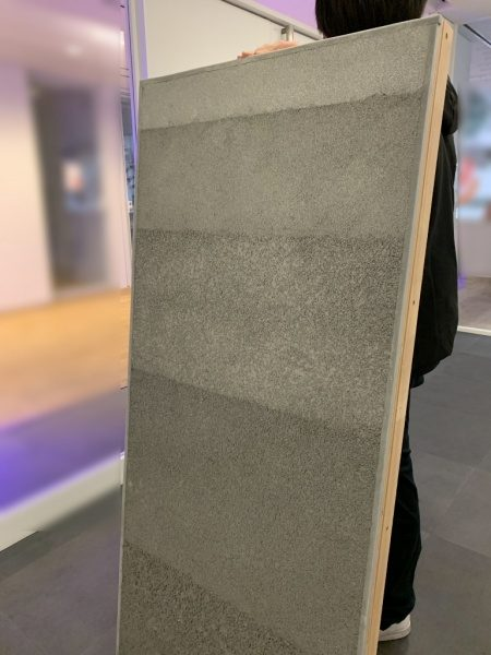 大きなサイズの塗り版築サンプル見本板、層の幅を変えた仕様。原田左官作成