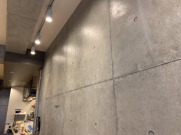 コンクリート打ち放し風仕上げの壁